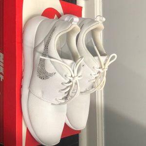 White Nike Roshie One embellished sneaker